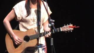 Holly Throsby - A Heart Divided (live)