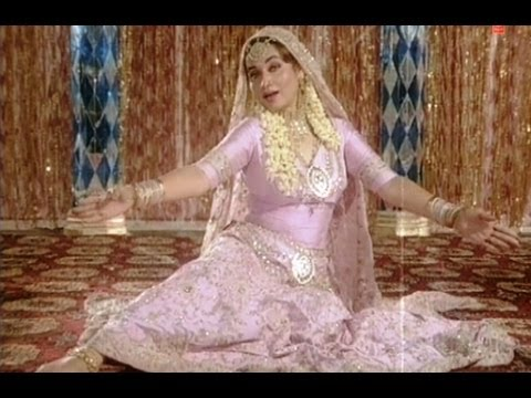 Mujhe Log Kehte Hain Kadmon Ki Dhool (Mujra) Full Song | Pati Patni Aur Tawaif | Salma Aagha