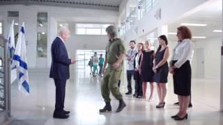 """שמעון פרס מגייס הייטקיסטים - מתוך קמפיין """"לתת חמש"""" של משרד החינוך"""