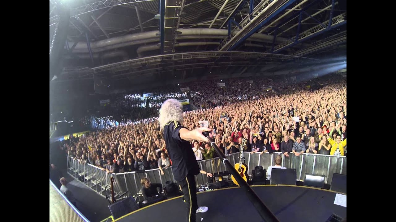 selfie stick video stuttgart schleyerhalle february 13 2015 brian may youtube. Black Bedroom Furniture Sets. Home Design Ideas