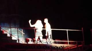 Леди Гагу 4 раза стошнило на сцене, Бибер курит в сторонке!