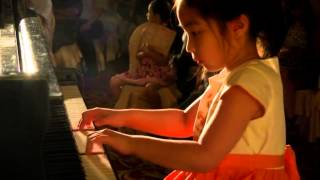 Piano Kid Maggie Tse 5 years old Plays Knecht Ruprecht