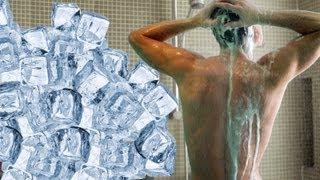 Broma con hielos a mi hermano mientras se baña  | LOS POLINESIOS BROMAS PLATICA POLINESIA thumbnail