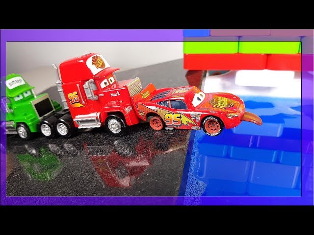 Disney cars 3 Mcqueen Cruz Ramirez Jackson Storm and Friends Race and jump over Water