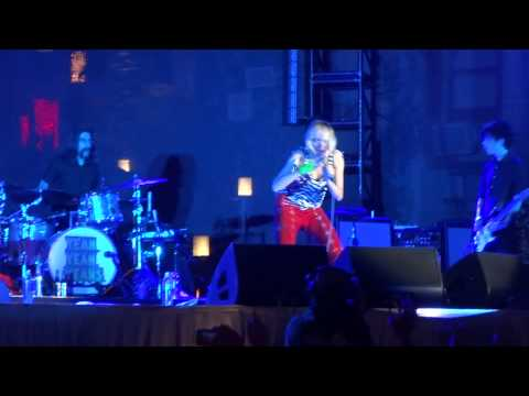 Yeah Yeah Yeahs - Date With the Night (Live at The Cosmopolitan)