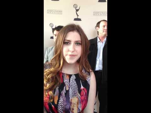 Eden Sher performs The Middle's theme