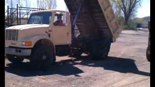 Lot# 300 - 1993 International 4700 Dump Truck