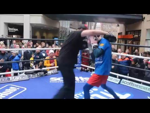 FORMER WORLD CHAMPION STUART HALL & MAX McCRACKEN PAD WORK OUT IN LEEDS / HALL v GUERRERO
