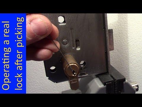 Взлом отмычками BKS   (picking 497) BKS picking and operating a real door lock