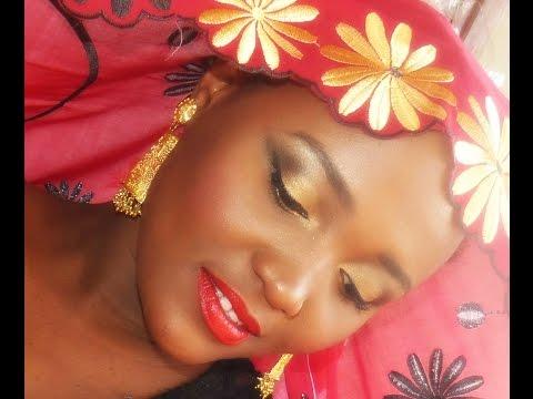 Mayotte  à l'honneur  voici maquillage assortie au salouva maorais  (tenu des femme de mayotte)