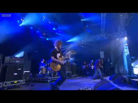 Cage The Elephant - Shake Me Down Live at Reading Festival 2011
