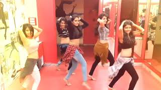 Girl Dance maai ke mobile se kaile baani phone ho
