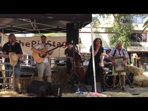 Arna Rox and The Truckstops - You don't see me - Tamworth Country Music Festival 2017