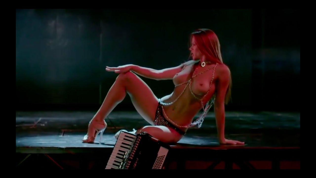 eroticheskoe-shou-v-zale-video-lopnet-li-yaichko-muzhchini-esli-zazhat-v-tiskah-video