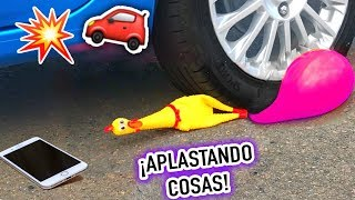 Aplastando Cosas CRUNCHY y SUAVES con el Carro!  🚗Atropellando mis cosas! - Lulu99
