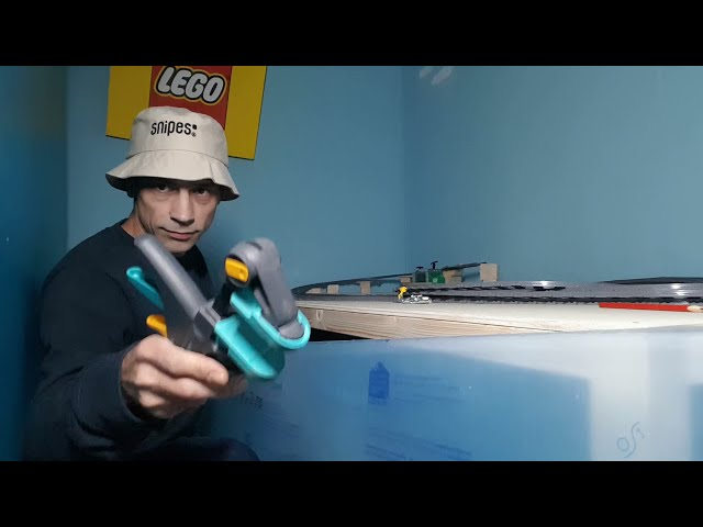 Lego City Eisenbahn auf 2qm (Part5) Heute wird die Plexiglasscheibe montiert