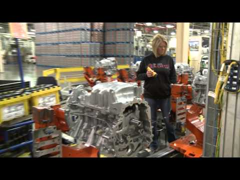 Ford 3.5-liter Duratec V6 engine assembly | AutoMotoTV