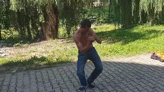 Bruce Lee de Romania dansul si spagatul lui Van Damme