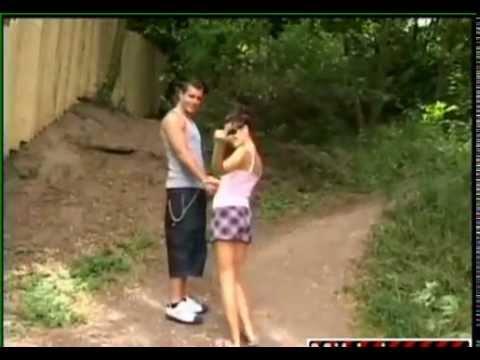 CLIP GÁI XINH - Đôi nam nữ dẫn nhau vào rừng làm chuyện ấy