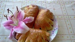 Вкусные пирожки с яблоками и черной смородиной