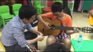 Lớp dạy học đàn Guitar - Trung tâm tài năng Pink Cloud