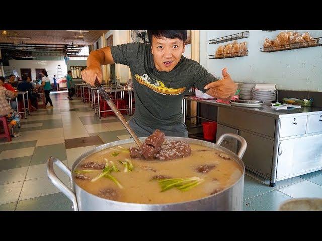 MIND BLOWING Vietnamese BREAKFAST Street Food Tour of Saigon Vietnam + INSANE Bánh mì
