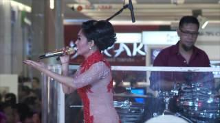 Summarecon Mal Bekasi - Yuni Shara Live Performance