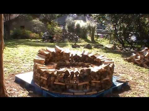 Build A Holz Hausen Woodpile 3 0 Building The Roof Doovi