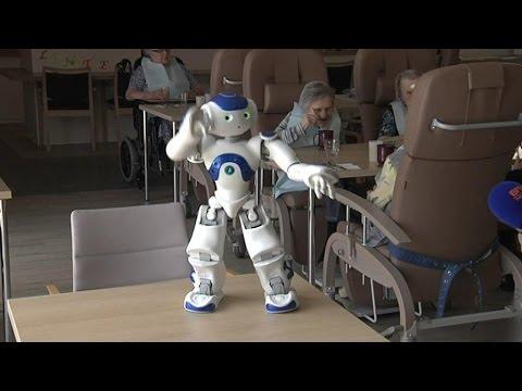 zora le robot qui fait danser les seniors en maison de retraite youtube. Black Bedroom Furniture Sets. Home Design Ideas