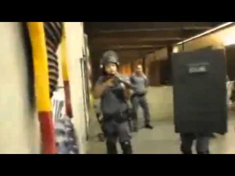 Police, protesters face off in Sao Paulo metro