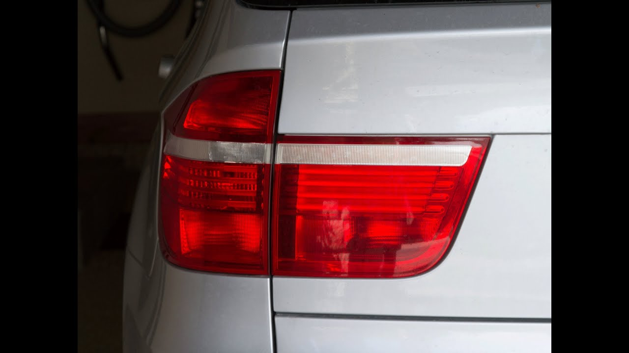 How To Replace Bmw X-5 2007 Tail Gate Tail Light E-70