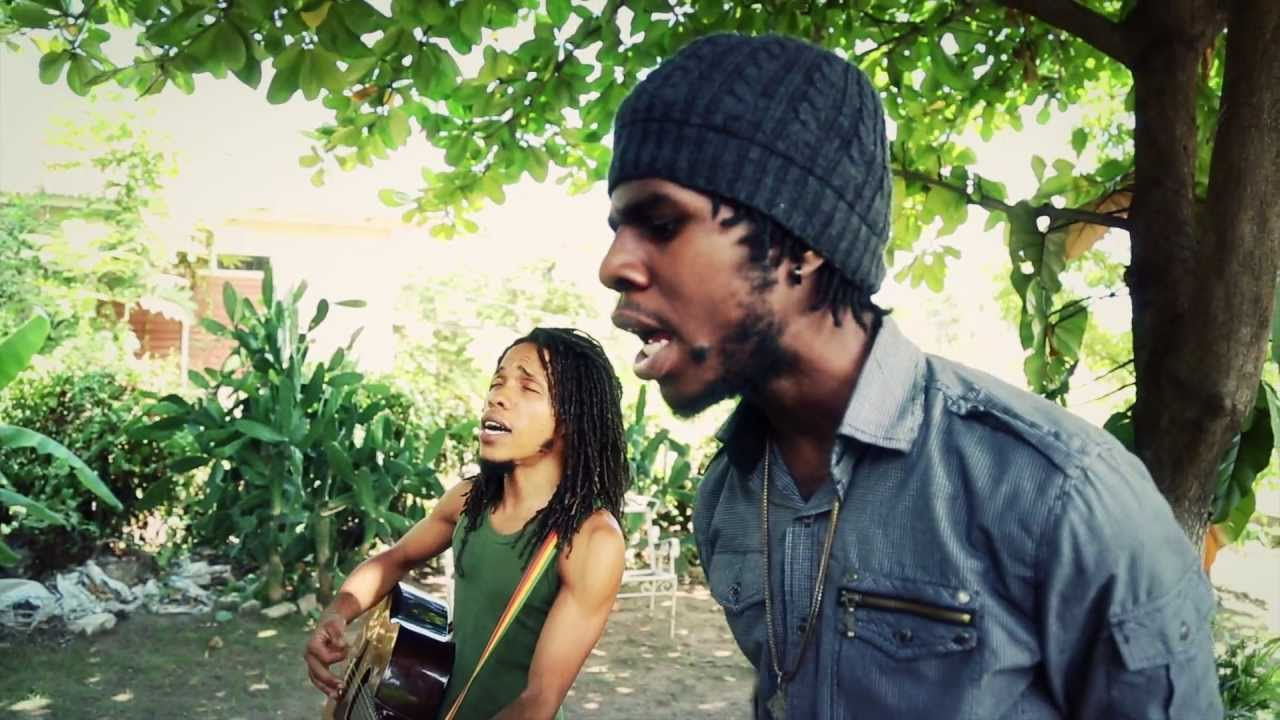 Chronixx - Surviving / Behind Curtain (Acoustic Session)