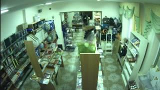 Незаконное отключение света в магазине 1 декабря 2014 года (видео №2)(Во время отключения света сгорела техника. На видео видна пульсация при отключении., 2014-12-03T05:57:18.000Z)