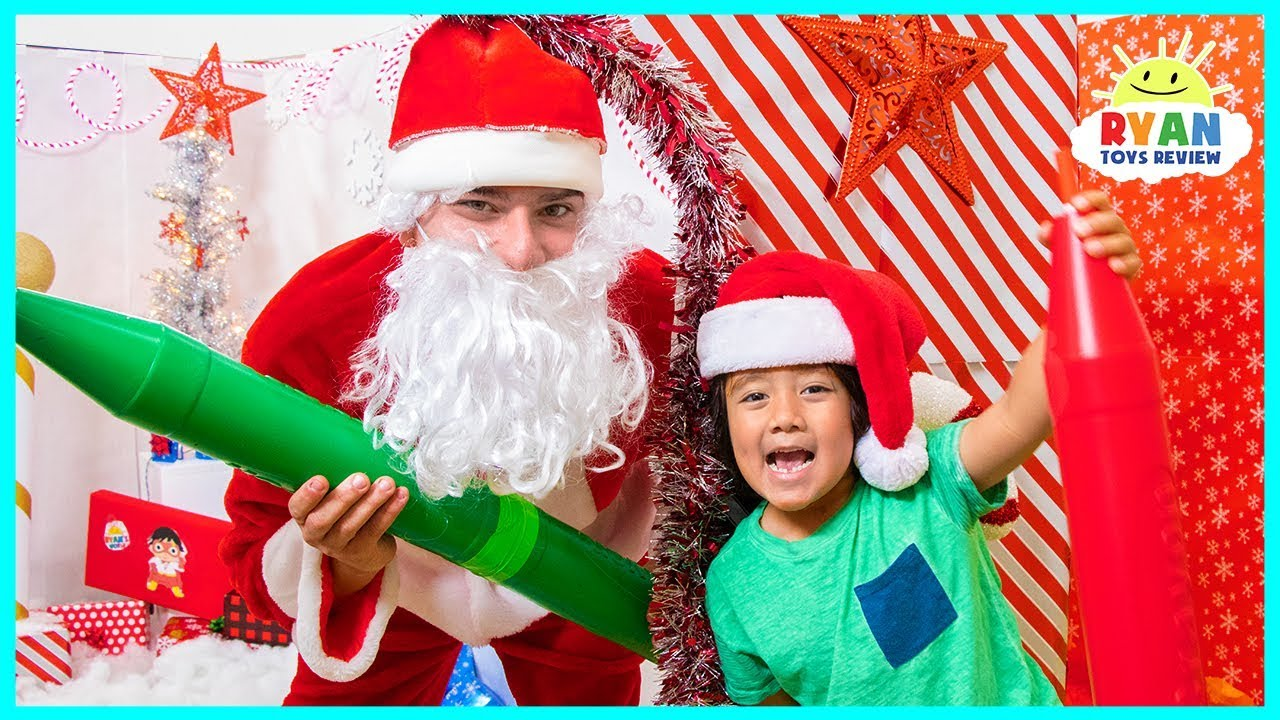 Ryan Learn Colors with Giant Crayons in the Christmas Box Fort Maze with Santa Claus!