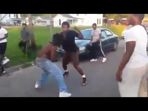 ROAD RAGE FIST FIGHT IN THE HOOD! 2018 (INSTANT KARMA)