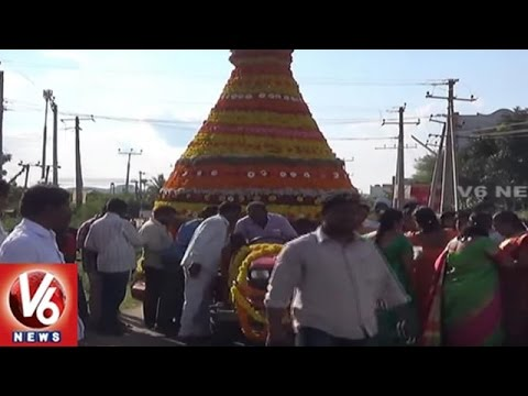 15 Feet Bathukamma At Jagtial | Biggest Bathukamma | Karimnagar | V6 News