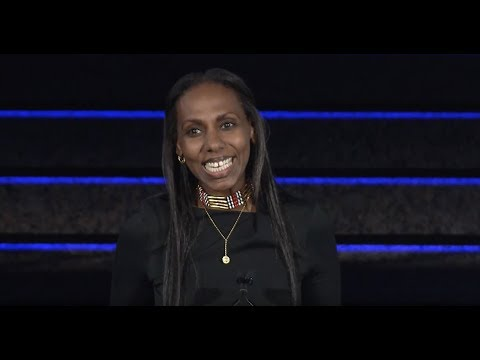 Nima Elbagir Accepts ICFJ Excellence in International Reporting Award