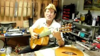 Tavín Pumarejo y su guitarra / por Freddy Burgos