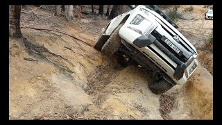Ford Ranger vs Mitsibishi Triton off-roading at the ZigZag.