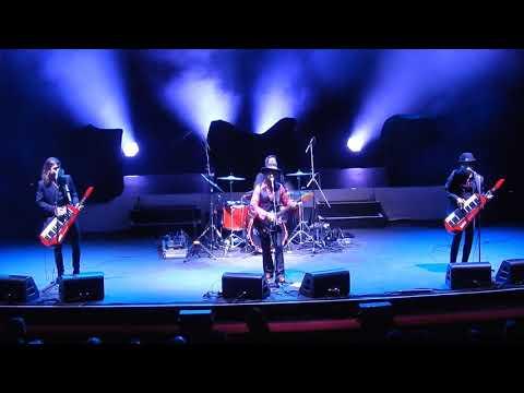 Pseudo Echo - 'Listening' live - State Theatre 15-Dec-17