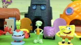 Bob Esponja Mini Figuras y Playset de Fondo de Bikini