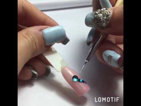 Стрекоза на ногтях со стразами фото