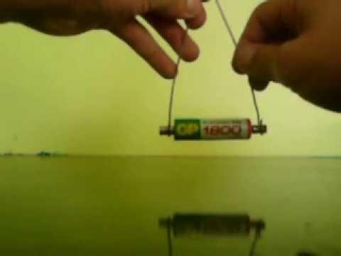 ¡Motor simple de figura horizontal con una pila AA, imanes y cobre!
