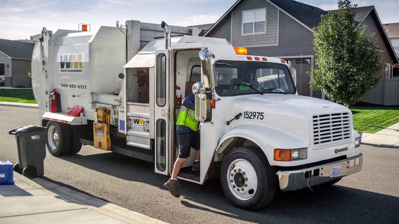hight resolution of international 4900 wayne tomcat garbage truck w kann recycle container