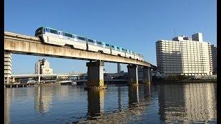 水鳥が戯れる高浜運河と芝浦運河の水上軌道を走行する東京モノレールの最新型車両10000形の上下線