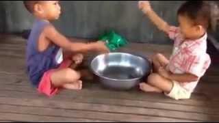 Video Lucu Anak Kecil Saling Pentung Panci