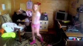 Танец под песню 'НЕДЕТСКОЕ ВРЕМЯ'