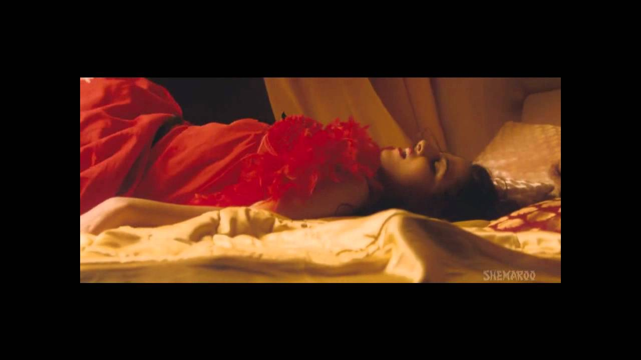 Vidya Balan Very Hot Sexy Bed Scene- Must Watch - Youtube-7129