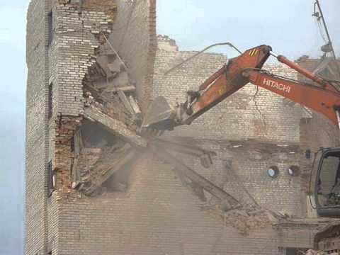 Снос здания в Калуге экскаватором HITACHI