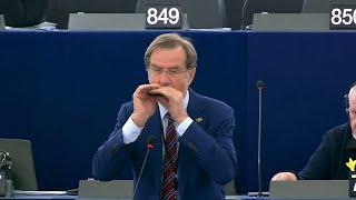 "Emotionaler Moment: EU-Abgeordneter spielt ""Ode an die Freude"""